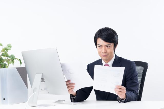 横浜銀行カードローンの審査をする人