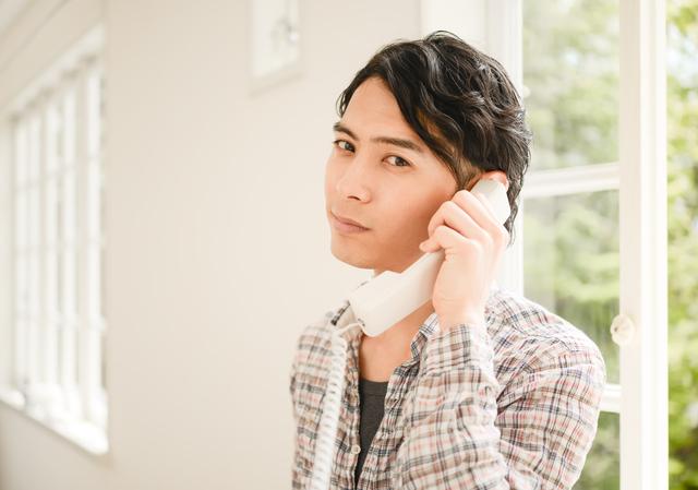 カードローンの審査は在籍確認が必要?電話連絡なしで融資を受ける方法はある?