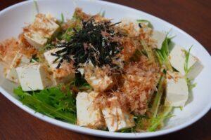 刻んで混ぜてあえるだけ!無限水菜豆腐サラダ